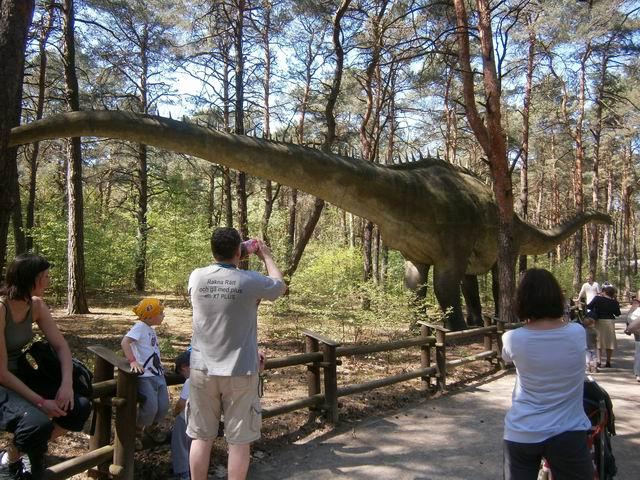 Солец, макет самого большого динозавра