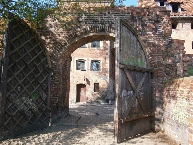 Средневековые ворота