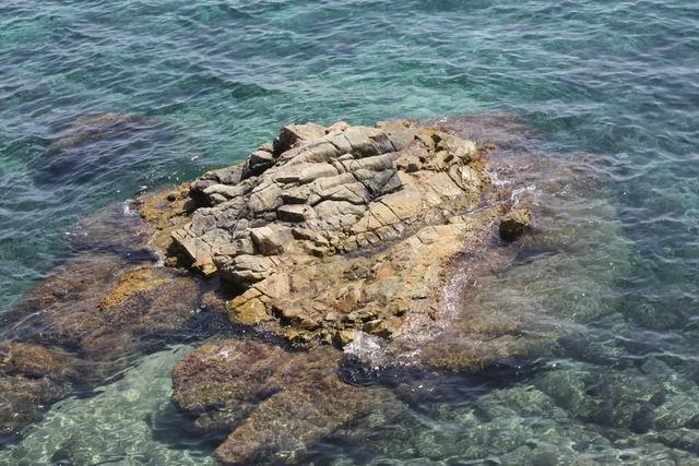 Pinya de Rosa море внизу