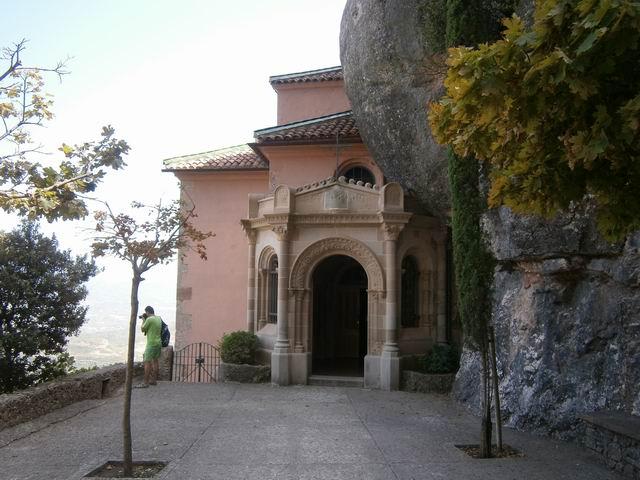 Santa Cova храм