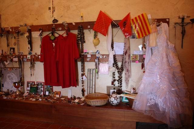 Santa Cova внутри храма дары деве Марии