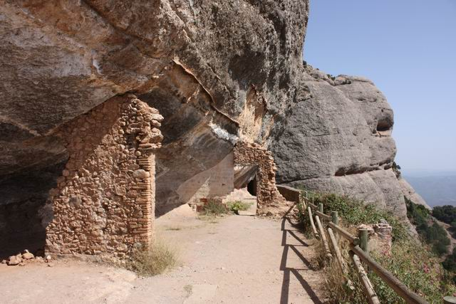 Sant Joan тропа над обрывом