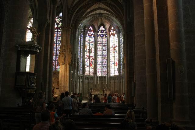 Каркассон базилика внутри