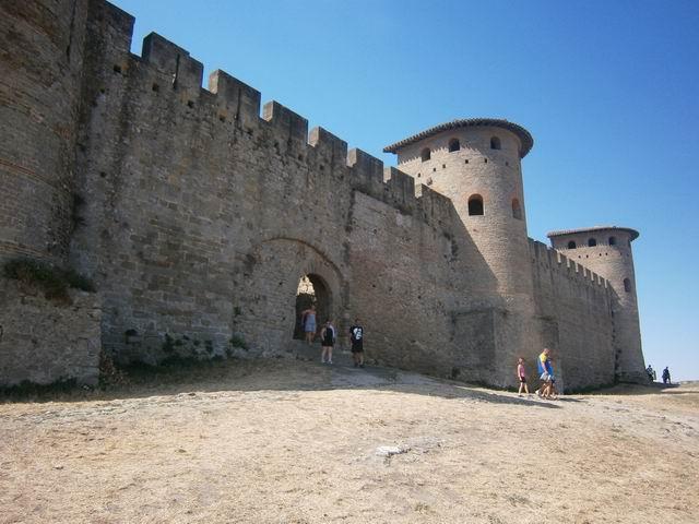 Каркассон крепостная стена и башни