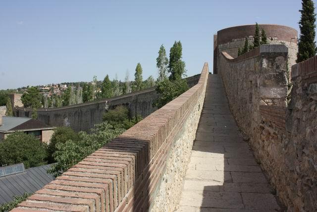 Жирона крепостная стена