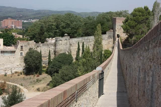 Жирона крепостная стена панорама