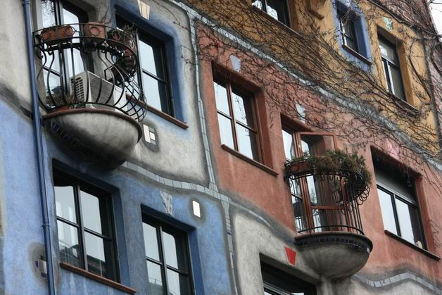 Дом Хундертвассера балконы