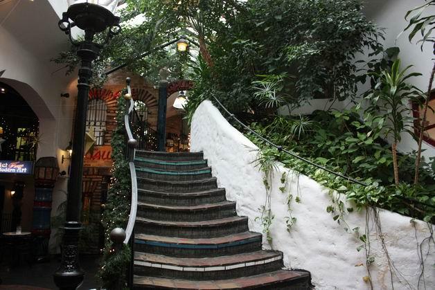 Деревня Хундертвассера лестница