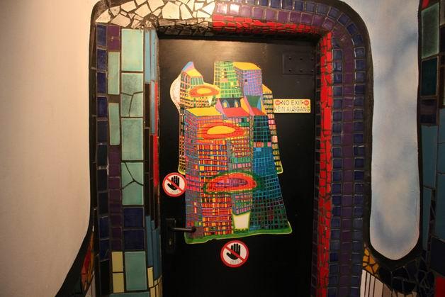 Деревня Хундертвассера туалет дверь