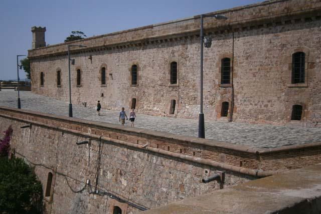 Барселона крепость Монжуик стена