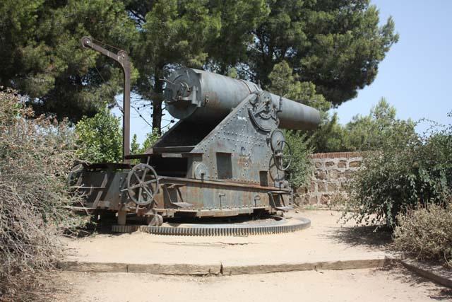 крепость Монжуик орудия