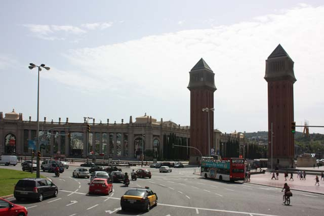 Бас Туристик площадь Испании