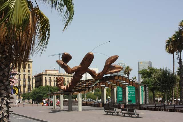 Барселона скульптура на набережной
