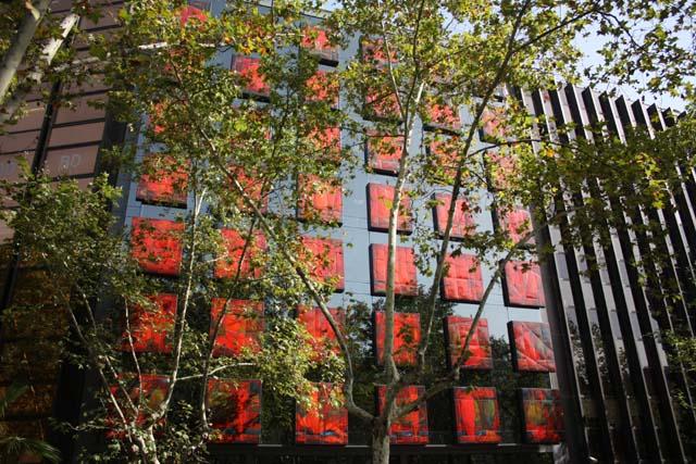 Барселона красные окна