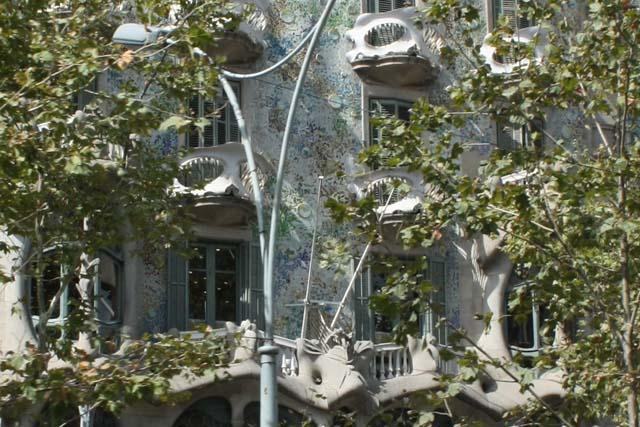 Барселона Дом Бальо балконы