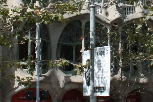 Барселона Дом Бальо окна
