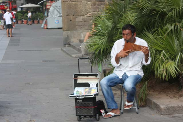 Барселона уличный музыкант