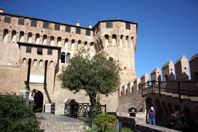 Градара крепостные стены и башни