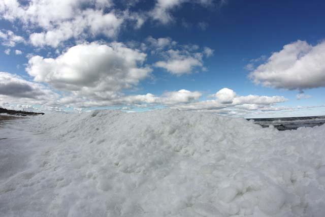 Пионерск март снег облака