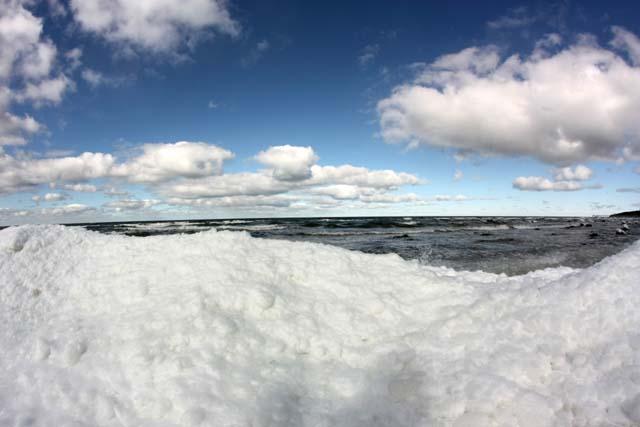 март фото море снег