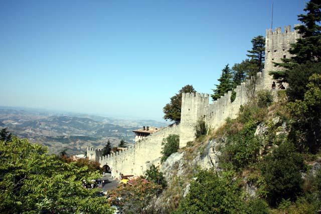 Сан-Марино крепостная стена