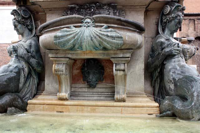 Болонья фонтан Нептуна вблизи