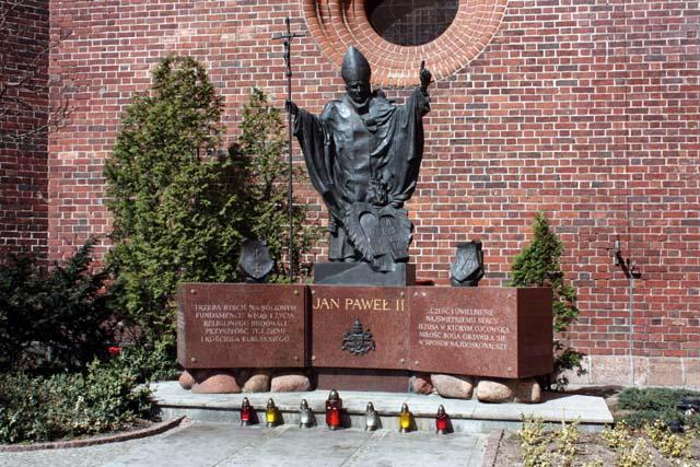 Эльблонг памятник Иоану Павлу II
