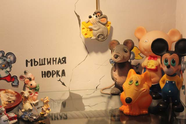 инсталляция мышиная норка