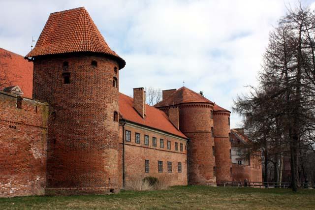 Крепостная стена и башни