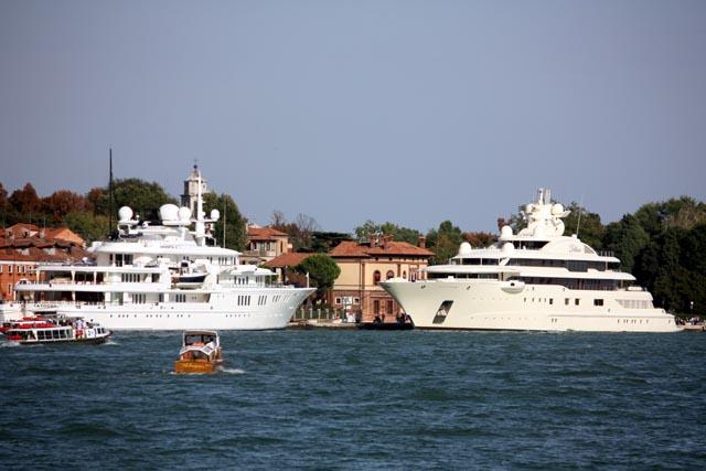 Яхты у причала в Венеции