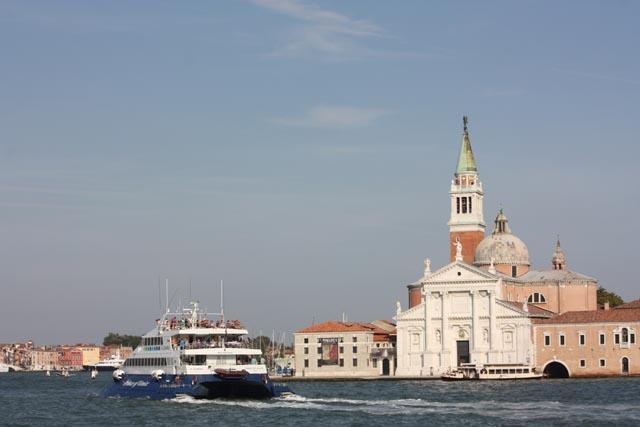 Венеция - вид на берег с катера