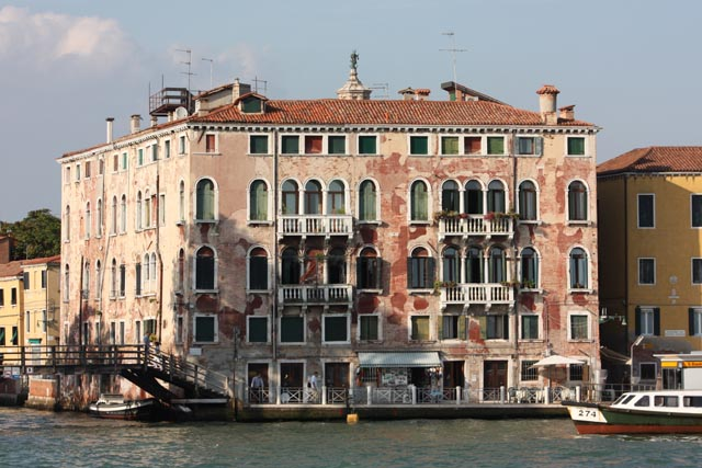 Венецианская архитектура - дома над каналом