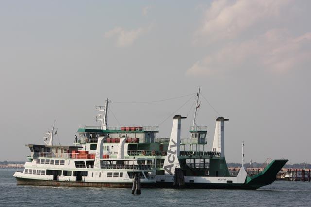 Венеция - паром на линии