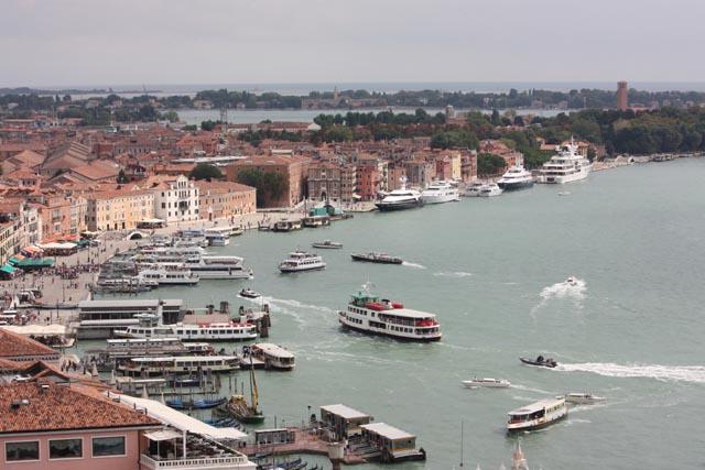 Венеция - причал для прогулочных судов