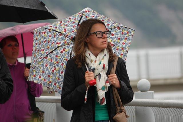девушка под дождем