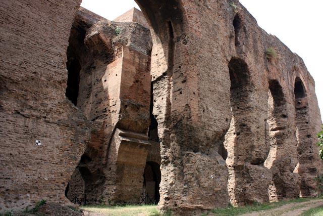 древние стены Палантина в Риме