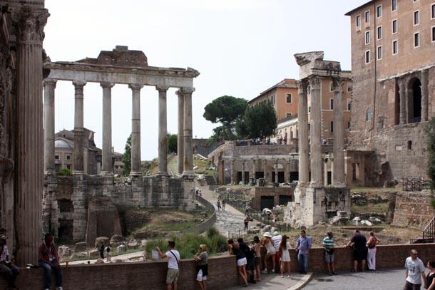панорама Римского форума - храмы Сатурна и Храм Веспасиана