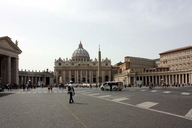 на площади Святого Петра в Риме