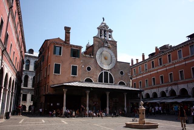 Интересное здание в Венеции