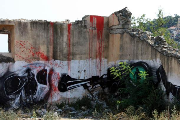 Граффити на развалинах