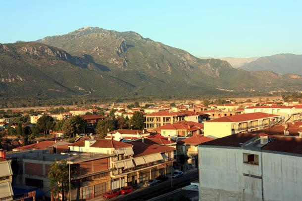 город у подножия скал - Каламбака