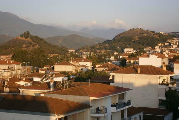Каламбака - изгибы гор, крыши и чистый воздух