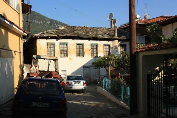 Никисьяни древние крыши и горы