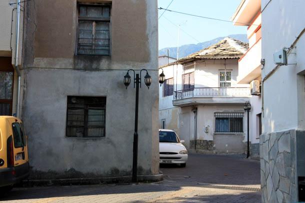 Никисьяни - дома, крыши и фонари