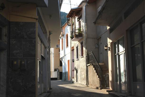 Никисьяни прогулка в лабиринтах узких улиц