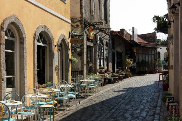 Ксанти - улица с кафе