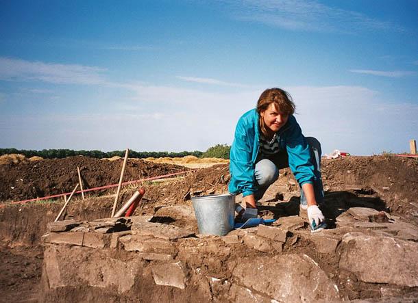 в археологической экспедиции в Ростовской области, работа на кургане