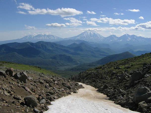 спуск с вулкана Дзензур, Камчатка