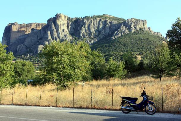 Метеоры - скалы и мотоцикл