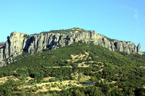 Скалы в Метеорах - солнечная погода